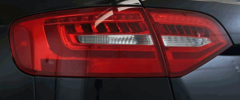 Autó hátsó lámpája